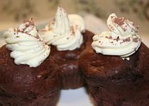 Čokoládové muffiny s nutellou a krémem