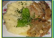 Hejk s přelivem z cibule, česneku a tymiánu