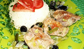 Jehněčí madailonky na pórku a olivách