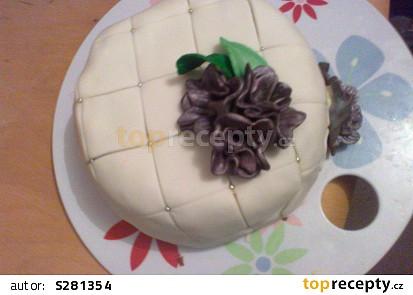 Prošívaný dort z vaječného koňaku