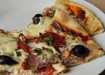 """Rychlá pizza """"domácí"""" sýrová a chorizo"""