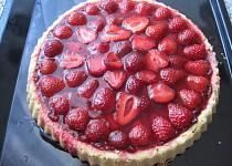 Skleněný jahodový koláč