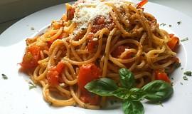 Spaghetti pomodoro s česnekem, čerstvou bazalkou a parmazánem
