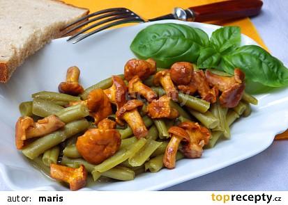 Teplý fazolkový salát s liškami