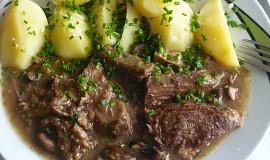 Vařené hovězí na hříbkách