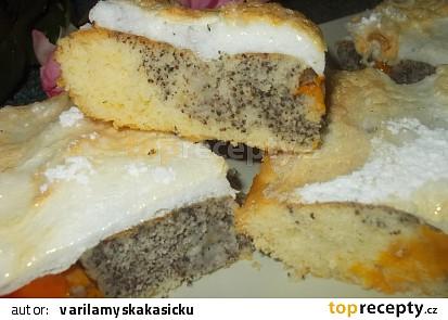 Bublanina   s meruňkami,  mákem a  sněhovou čepicí