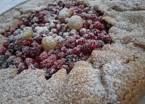 Celozrnný koláč s tvarohem a ovocem