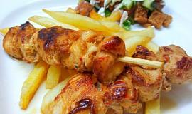 Červené pad thai kuře na špejli
