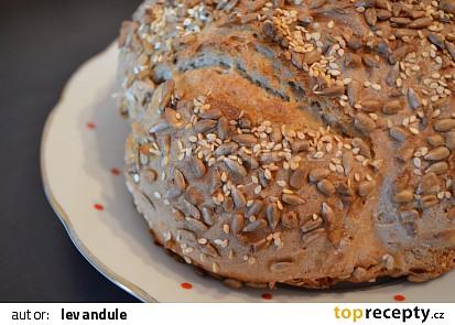 Domácí chléb pšenično žitný
