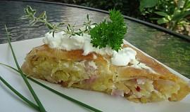 Krompiruša - závin s bramborami a cibulí