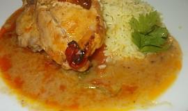 Kuře na cuketě, rajčatech a zakysané smetaně