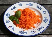 Nezvyklý mrkvový salát - chuti se nebojte :-)