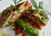 Omeleta s bramborem a uzeným