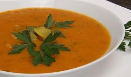 Ostrá cuketová curry polévka