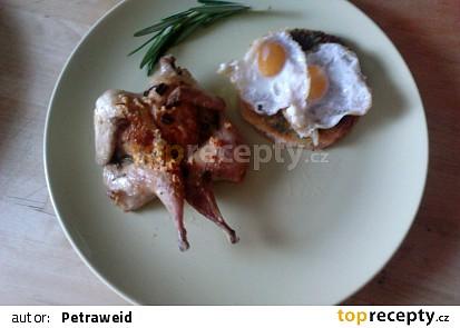 Pečená křepelka  a toustík s pestem a křepelčím vejcem