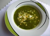 Sladkokyselá salátová polévka s vejcem