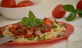 Špagety s omáčkou z rajčat a tresky