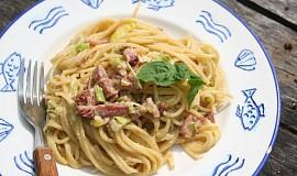 Špagety s uzeným masem, nivou a žloutky