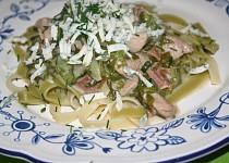 Tagliatelle se smetanovou omáčkou, kuřecím masem a špenátem
