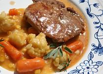 Vepřová pečeně na šalvěji se šťávou a křupavou zeleninou