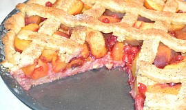 Broskvovo-rybízový mřížkový koláč