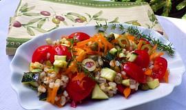 Kroupový salát se zeleninou