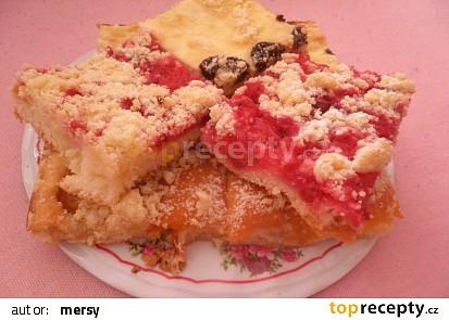 Kynutý litý koláč s ovocem