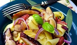 Nudle s italskou klobásou / salsiccia / a hříbky