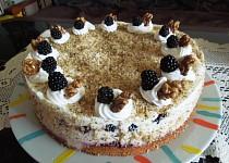 Ořechový dort s ostružinami