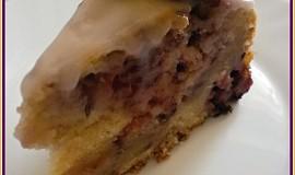 Ostružinovo-jogurtový dort s cukrovou polevou