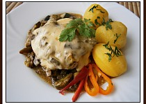 Vepřový plátek s hříbkovou čepicí-dvě jídla z jednoho hrnce