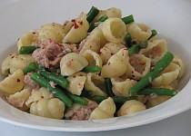 Conchiglie s tuňákem, fazolkami a kapary