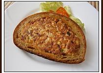 Chleba z vajíček v chlebové kůrce