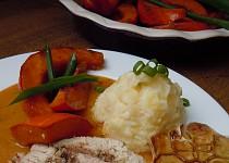 Krůtí prso na bylinkách s glazovanou dýní a bramborovou kaší