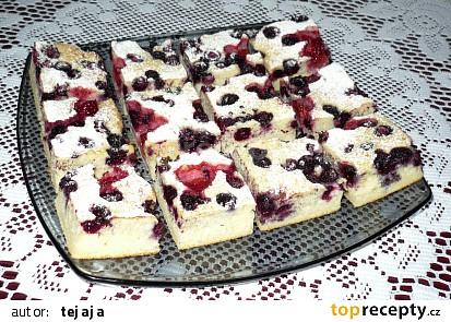 Rychlý litý koláč s čerstvým ovocem