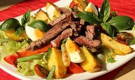 Salát s grilovaným hovězím