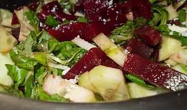 Salát z polničku, řepy, okurky a křenu