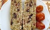 Třešňovo-kokosový flapjack bez lepku, mléka a vajec