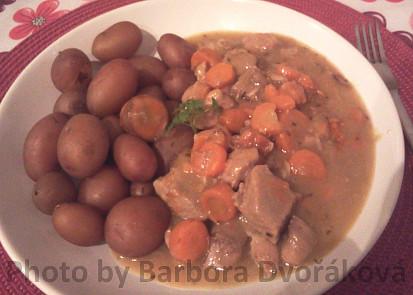 Dušené maso s mrkví, foto zatím jen z telefonu.