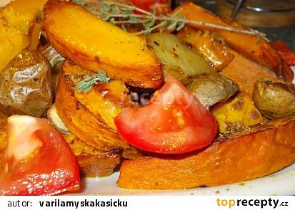 Dýně Hokkaido pečená s bramborem, okořeněná drcenou  hlívou  a bylinkami