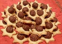 Hvězdičky s kořeněnou čokokuličkou