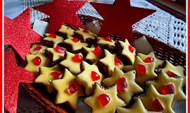Kakaové hvězdičky s kokosovým krémem a žloutkovou polevou