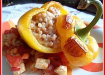 Paprika plněná tarhoňou a sýrem, pečená na zelenině