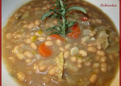 Polévka z hlávkového zelí a fazolí