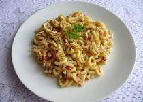 Těstoviny se surimi a vejci