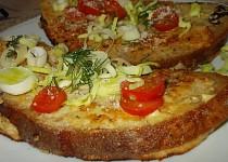 """Chléb, obalený sýrovou  nádivkou  z receptu: """" Pečené vepřové plátky s překvapením"""""""