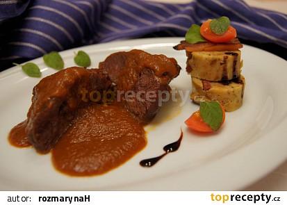 Dušená telecí líčka se zeleninovým pyré  (v pomalém hrnci)