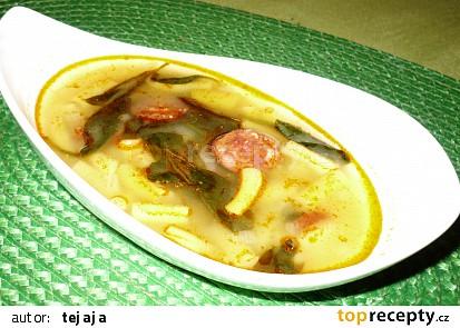 Fazolková polévka s klobásou a baby špenátem