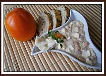 Hermelínový salát s kaki a jablkem