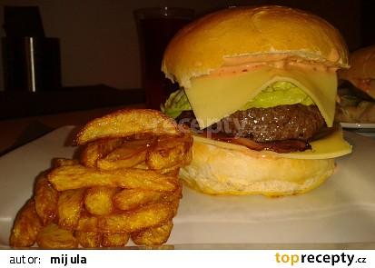 Hovězí hamburger s domácí bulkou